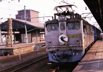 198608xx_EF30_はやぶさ_下関駅.jpg