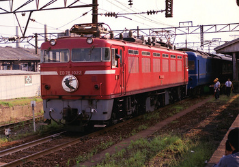 198608xx_ED76_はやぶさ_門司駅.jpg